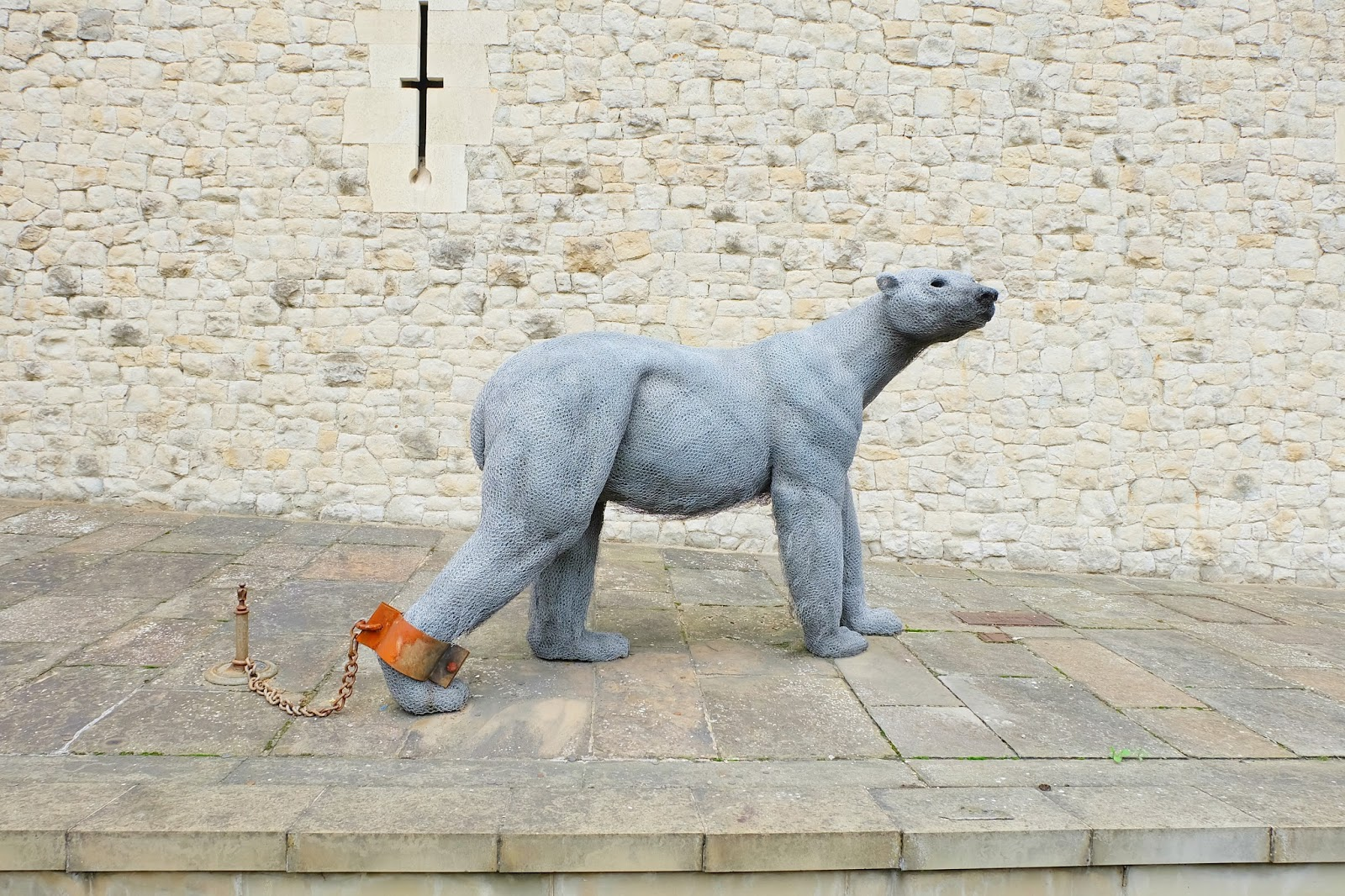 tower of london polar bear sculpture