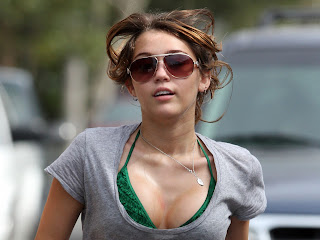 Miley Cyrus Running Sunglasses HD Wallpaper