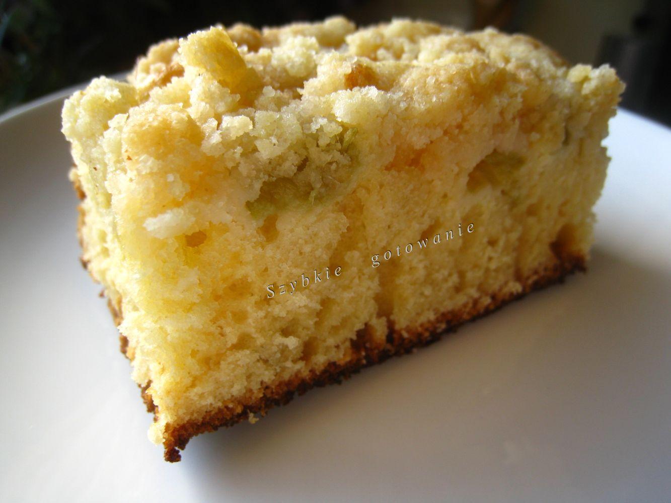 Pyszne odchudzone ciasto drożdżowe bez wyrabiania, z rabarbarem