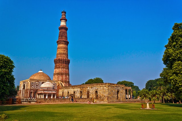 Qutub Minar wallpapers and pics for tourist monuments