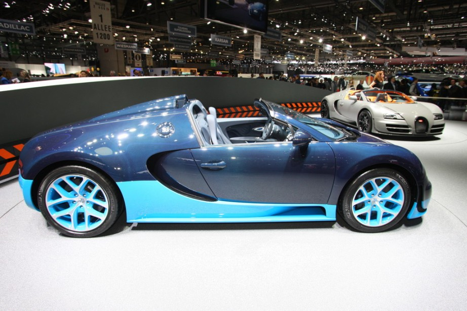 2013 bugatti veyron 16 4 grand sport vitesse roadster live photo geneva 2012 garage car. Black Bedroom Furniture Sets. Home Design Ideas