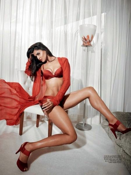 Nathalia-kaur-hot-seducing-photoshoot-6