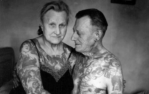 Daily vibes when tattoos get older - Fotos de parejas en blanco y negro ...