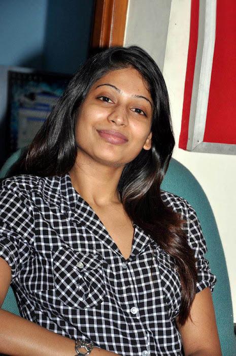 vijayalakshmi in jeans glamour  images