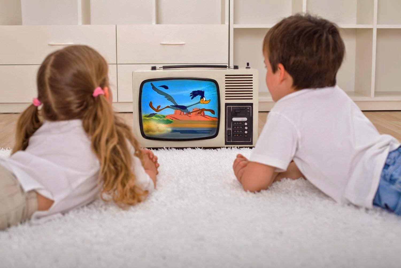 Çocuğunuza televizyon izletirken dikkat edin