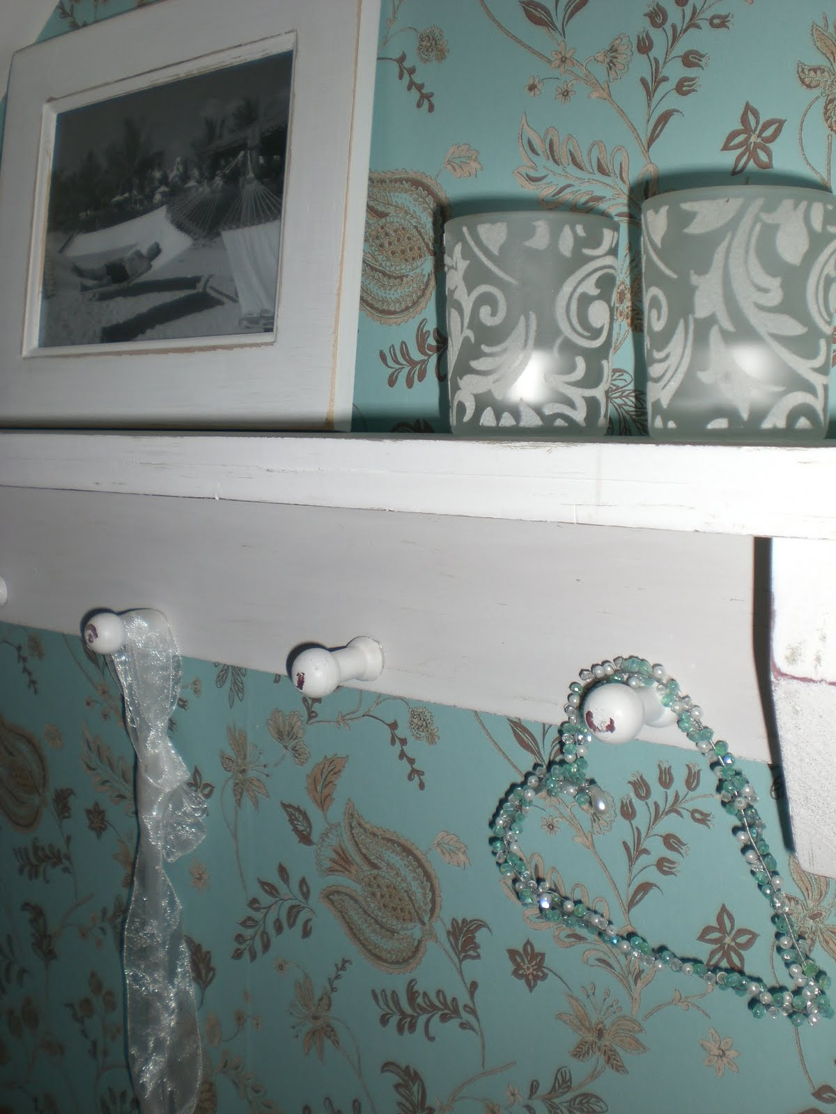 Lantligt i smultronbacken   my home: vitt till det turkosa