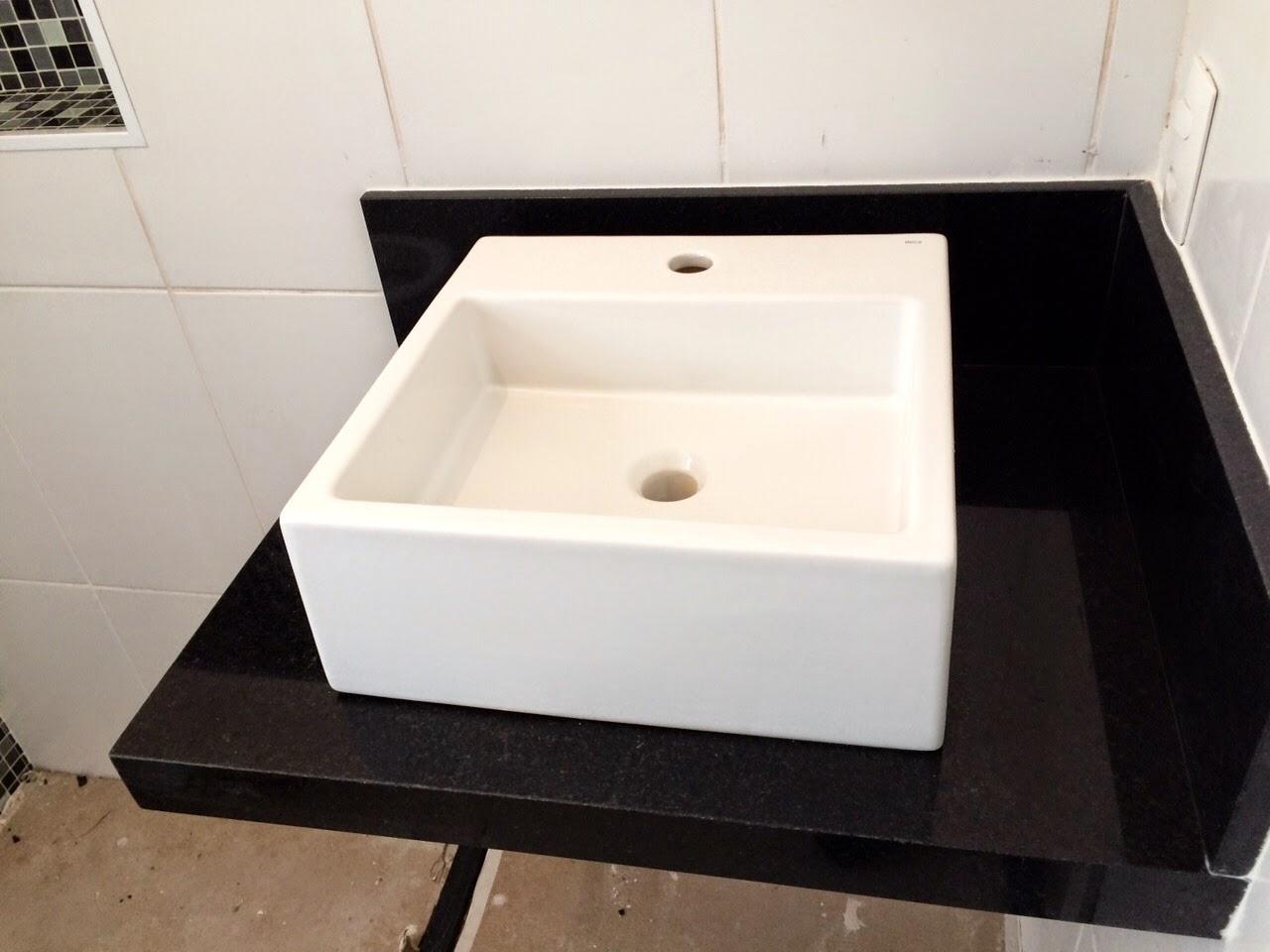 Escolhemos o Granito Preto SãoGabriel que é muito usado também em  #7B634D 1280x960 Banheiro Com Bancada De Granito Preto