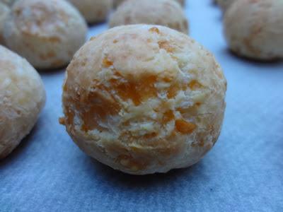 petits pains au fromage (pao de queijo)