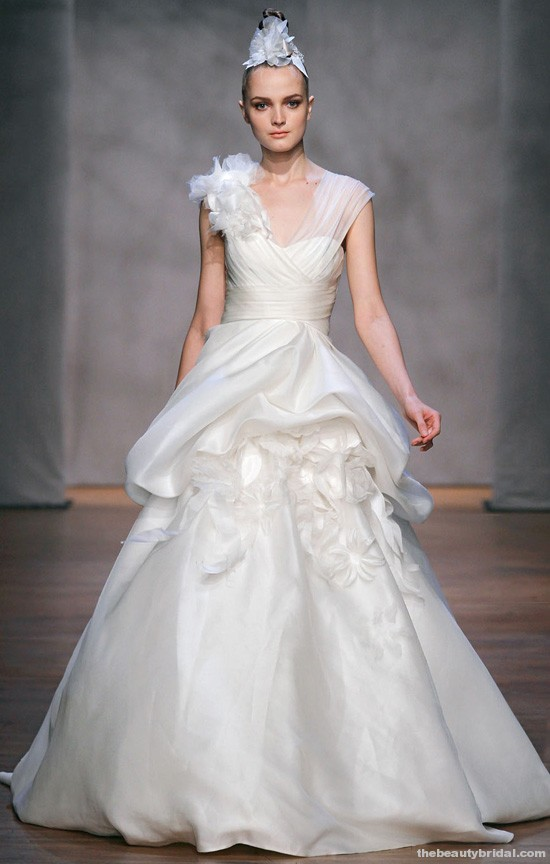 MONIQUE LHUILLIER FALL 2011 WEDDING DRESS COLLECTION