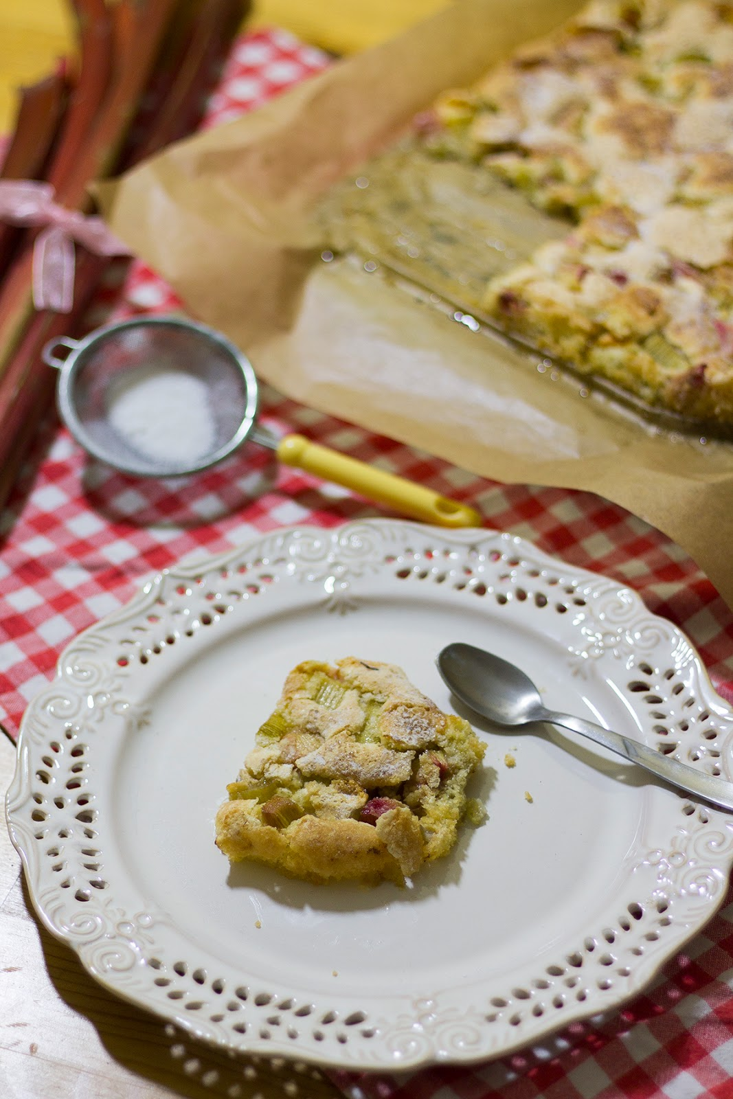 Rabarberkaka- ciasto rabarbarowe.