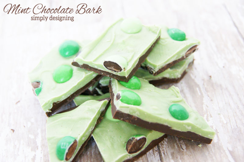 Mint Chocolate Bark | #stpatricksday #chocolate #recipe