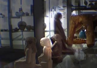 estatua egpcia que se mueve sola