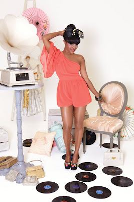 >Keisha Buchanan de Sugababes vole de ses propres ailes