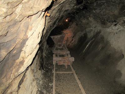 interior mina riutort mina petroleo guardiola bergueda
