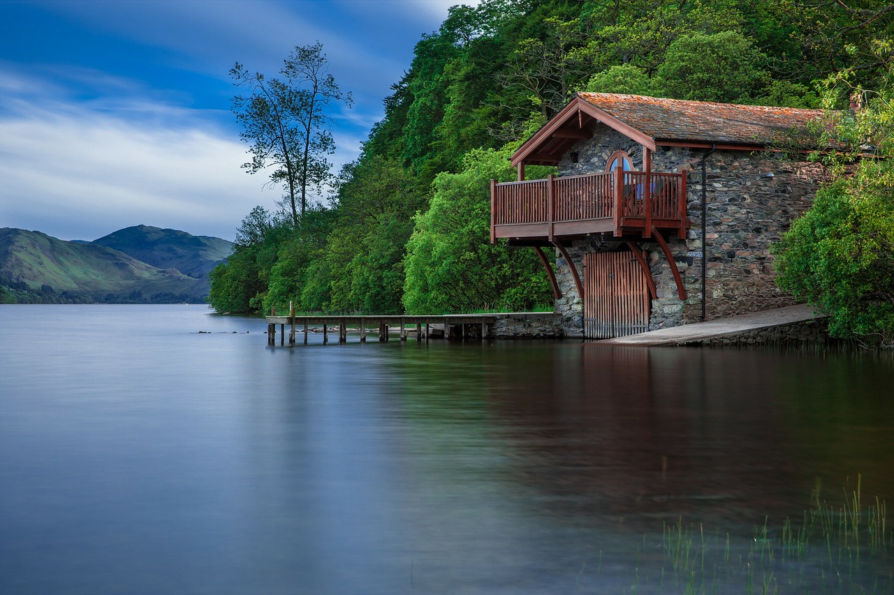 Balkongel nder aus holz rustikale und moderne ideen f r for Lake house photos gallery