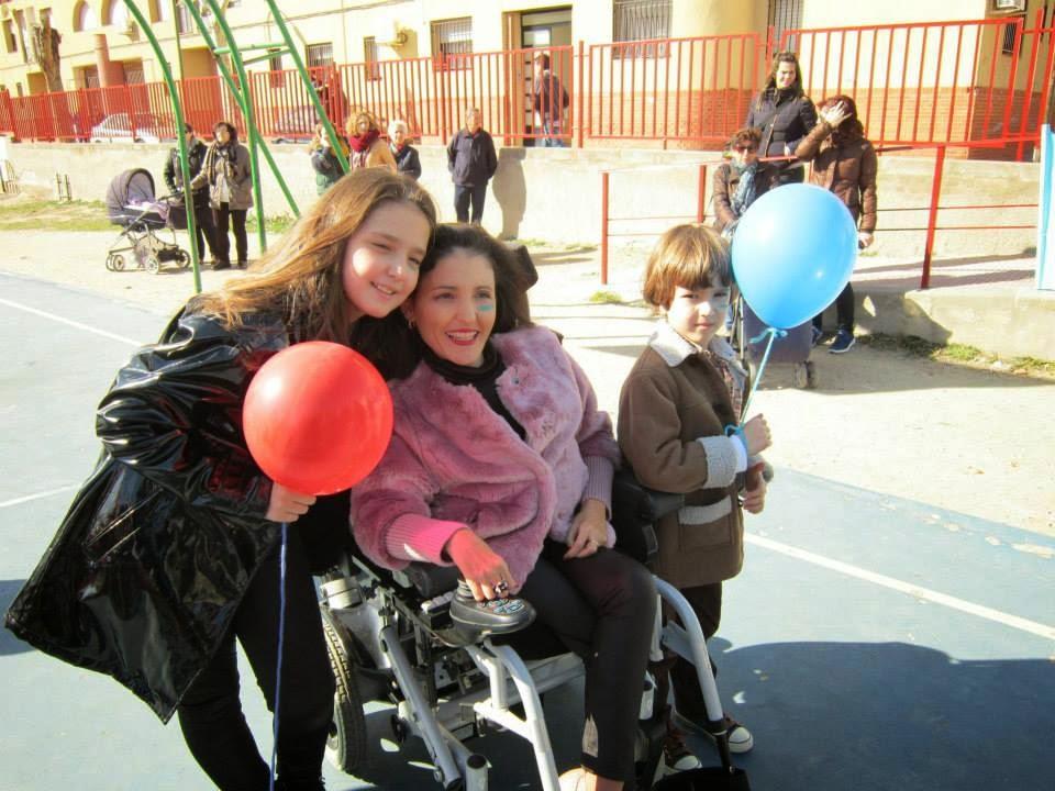 Virginia Felipe Saelices con sus hijos Sofía y Gregorio