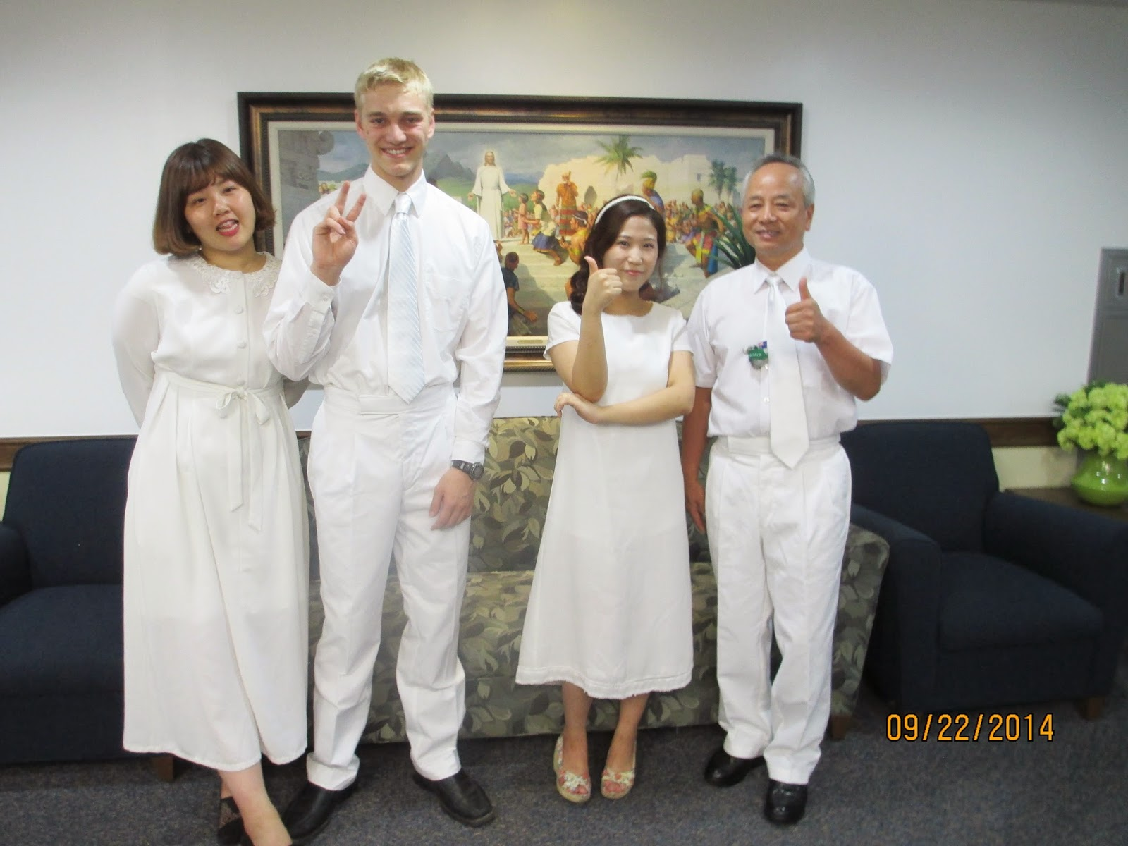 신동현 and 이송이 with the people who baptized them :)