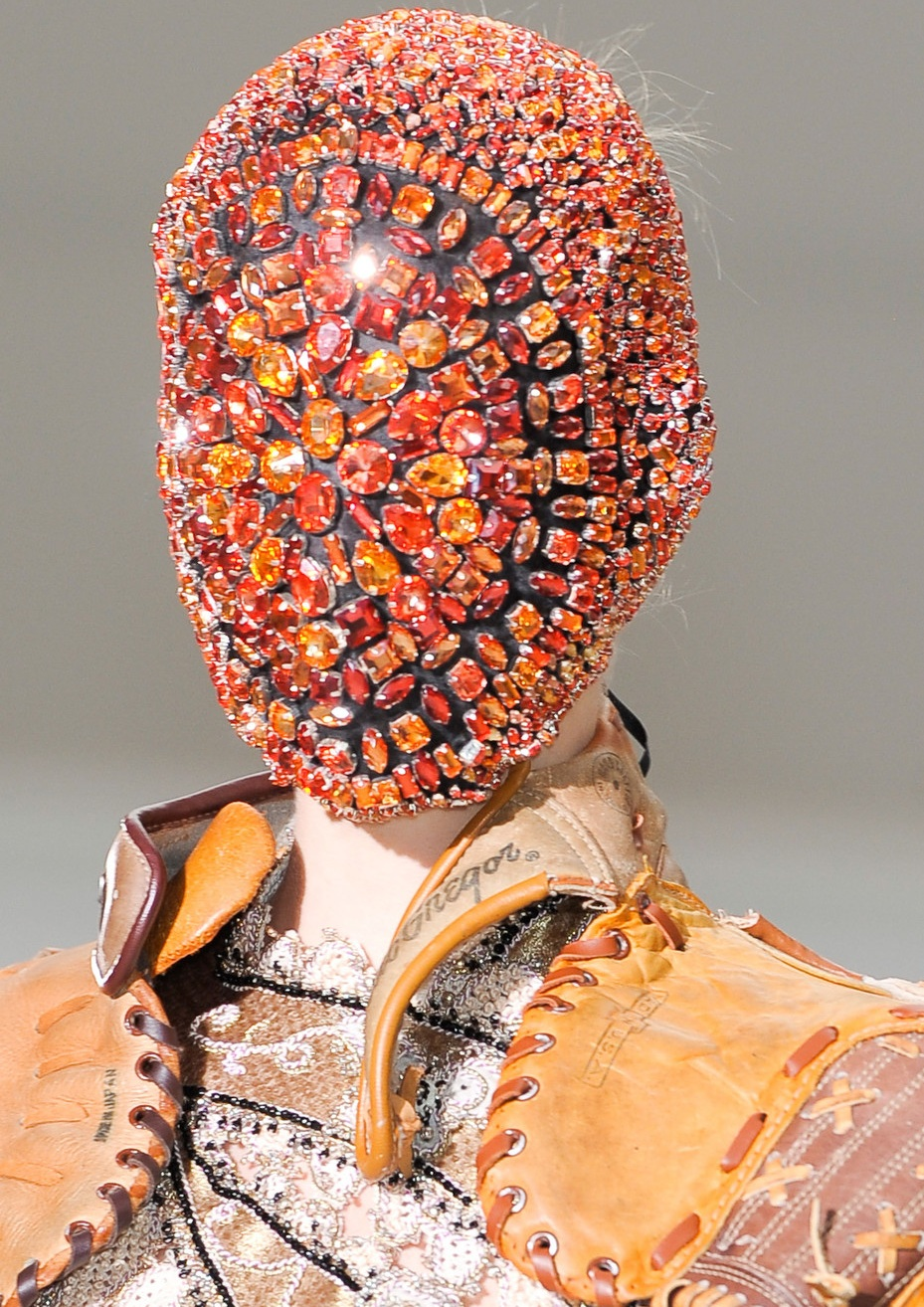 Total inspiration maison martin margiela crystal mask for Crystal fall