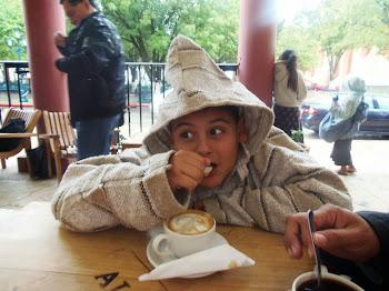 marquito tomando cafe en chiapas