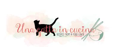 Una gatta in cucina