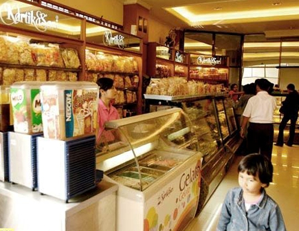 Wisata Kuliner Bandung toko kue kartika sari