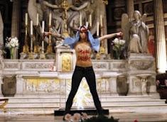 Kdo tahá za nitky Femen a Pussy Riot?