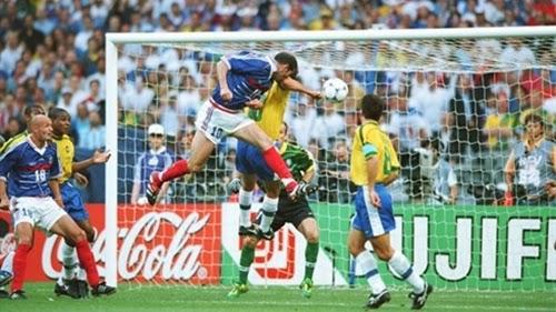 1° gol da França e de Zidane, final da copa do mundo 1998