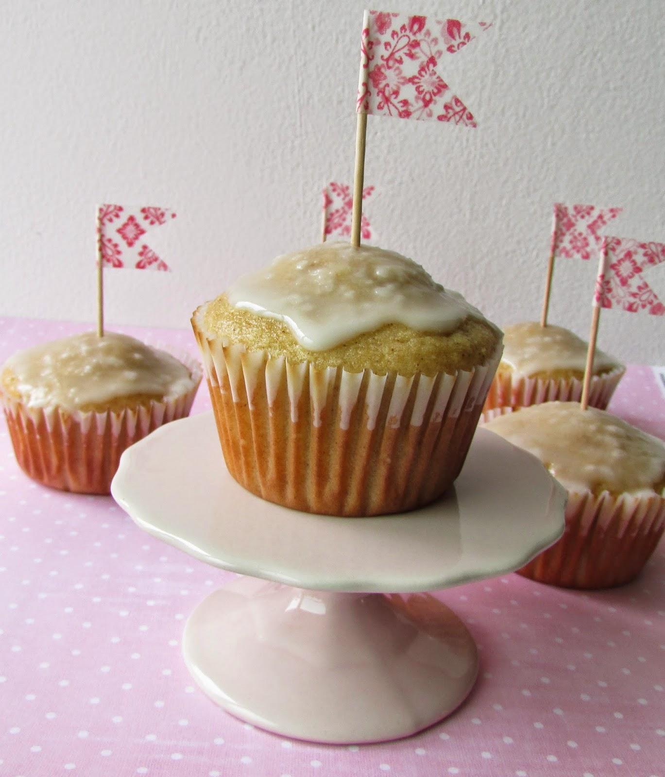 cinnamon-muffin-canela-glaseado