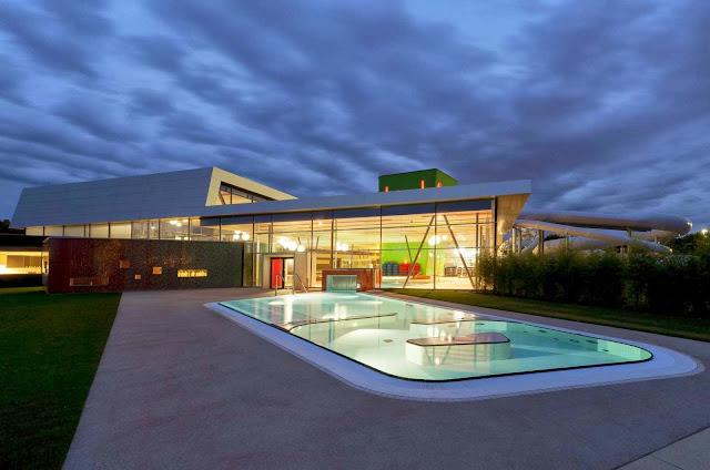 01-Fellbach-Family-and-Recreational-Baths-by-4a-Architekten