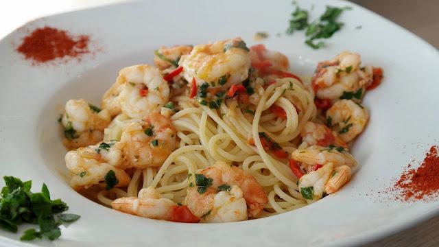 Espaguetis con gambas al pilpil