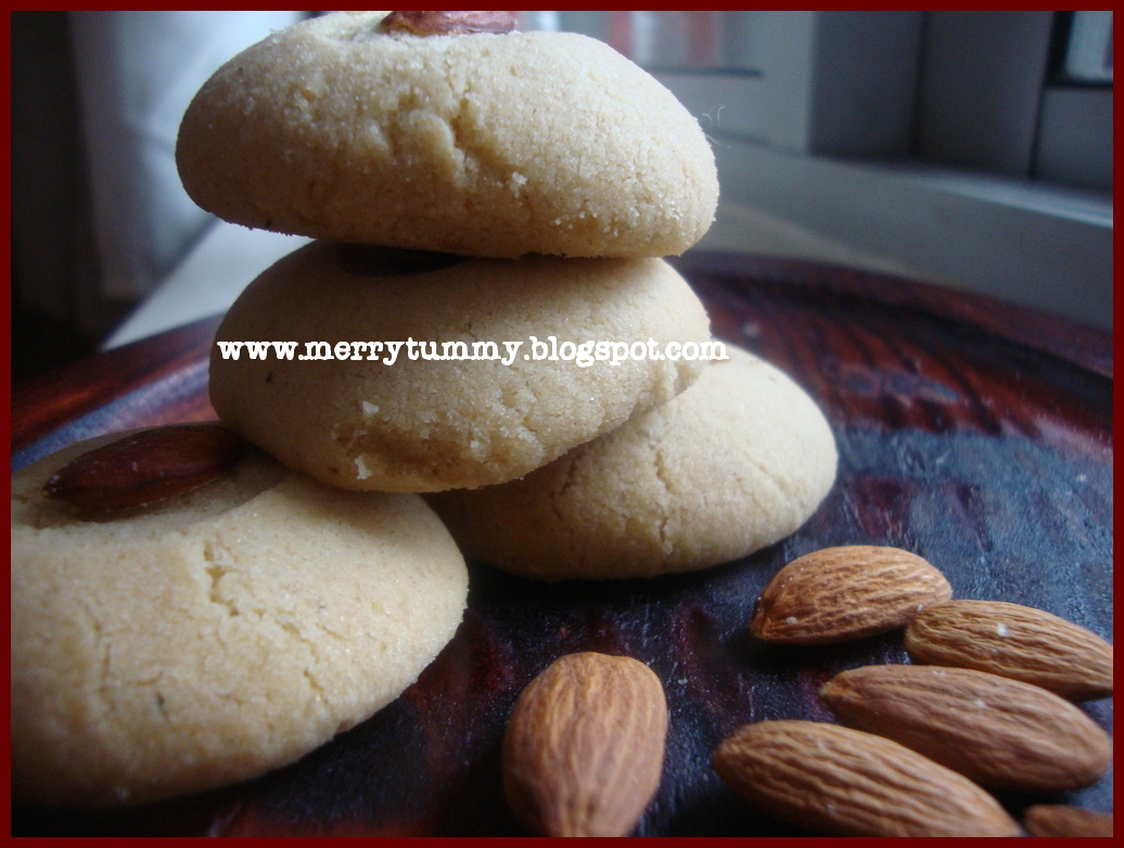 Merry Tummy: Eggless Almond Cardamom Cookies
