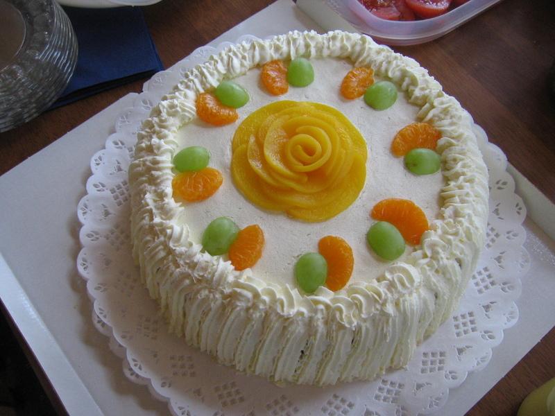 Torta facil con biscochuelo para cumplea os pasteles for Como decorar una torta facil y economica
