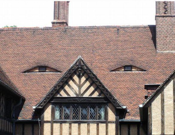 House that Looks like a Face - Sleepy
