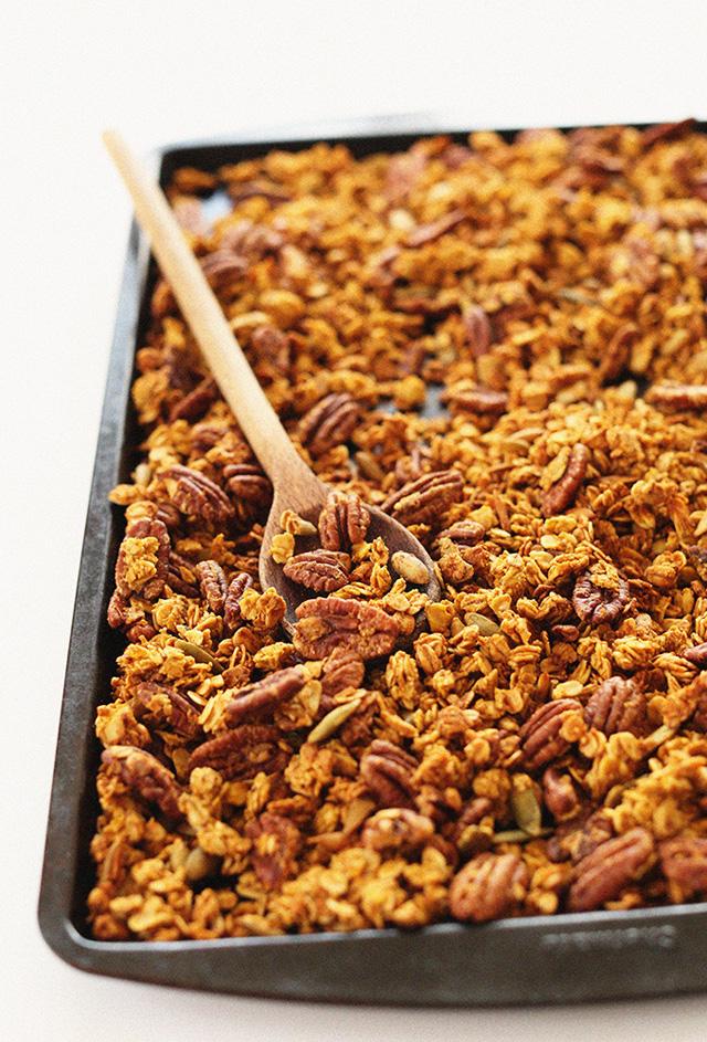 Pumpkin Maple Pecan Granola #pumpkin #oats #oatmeal #Fall #Autumn