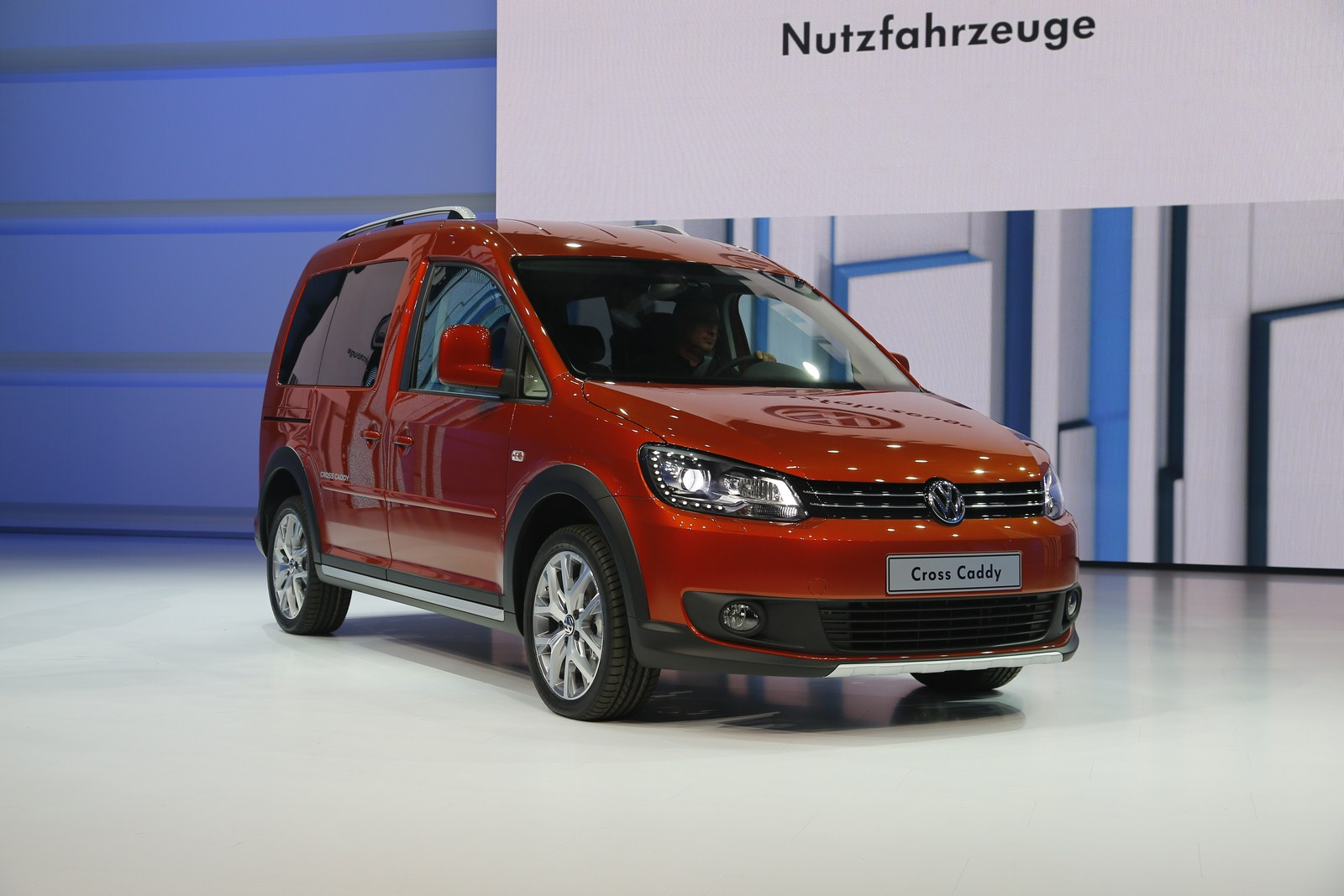 paris 2012 2013 vw cross caddy live first photos garage car