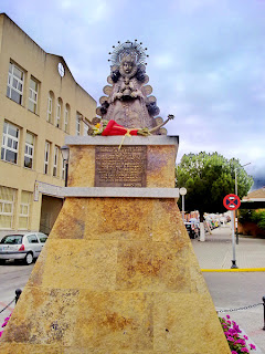 San Juan de Aznalfarache - Monumento a la Virgen del Rocío 01