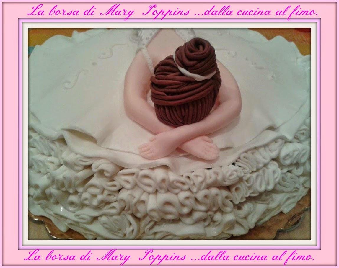 torta che danza......... realizzata in pasta di zucchero e ghiaccia reale