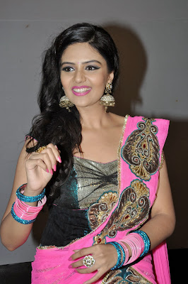 Glamrous and sexy Sreemukhi photos in ethnic pink lengha