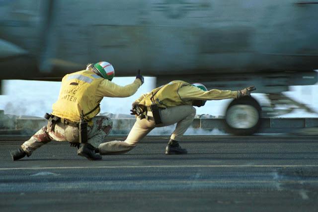 Porta-aviões (M570 - 43PM/2011)  U.-S.-Navy-Photo-by-Photographer%2527s-Mate-3rd-Class-Kerryl-Cacho