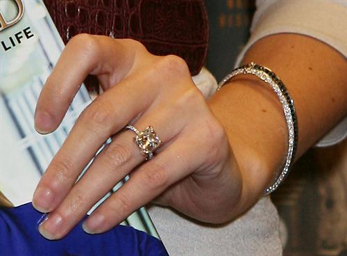 Lovely Ivanka Trump Wedding Ring #1: Ivanka_Trump_shows_00ba.JPG