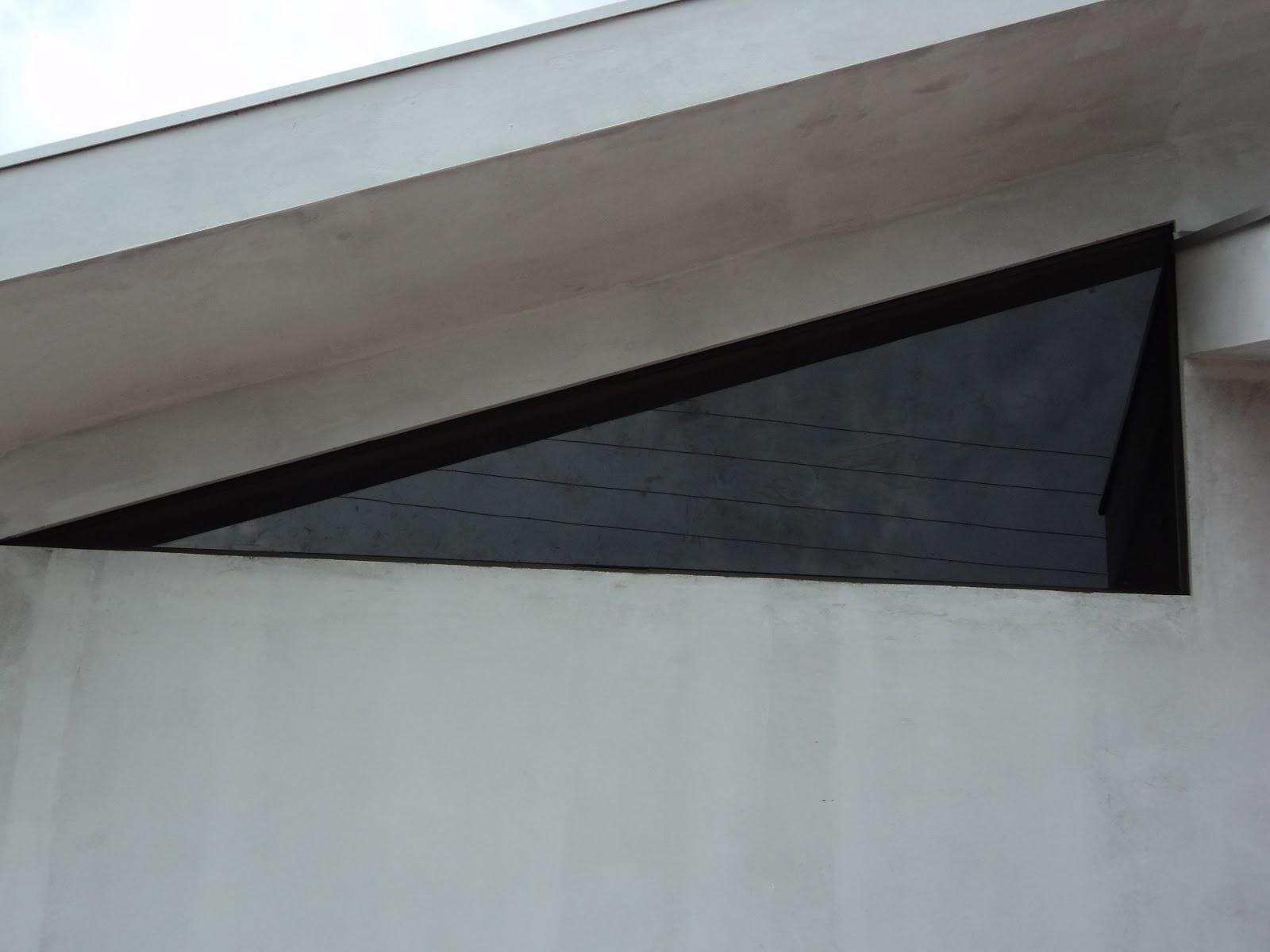 #5A6C71 FRANCO VIDROS TEMPERADOS: Obra em Campos Novos Paulista 1696 Janela De Aluminio Na Cor Bronze