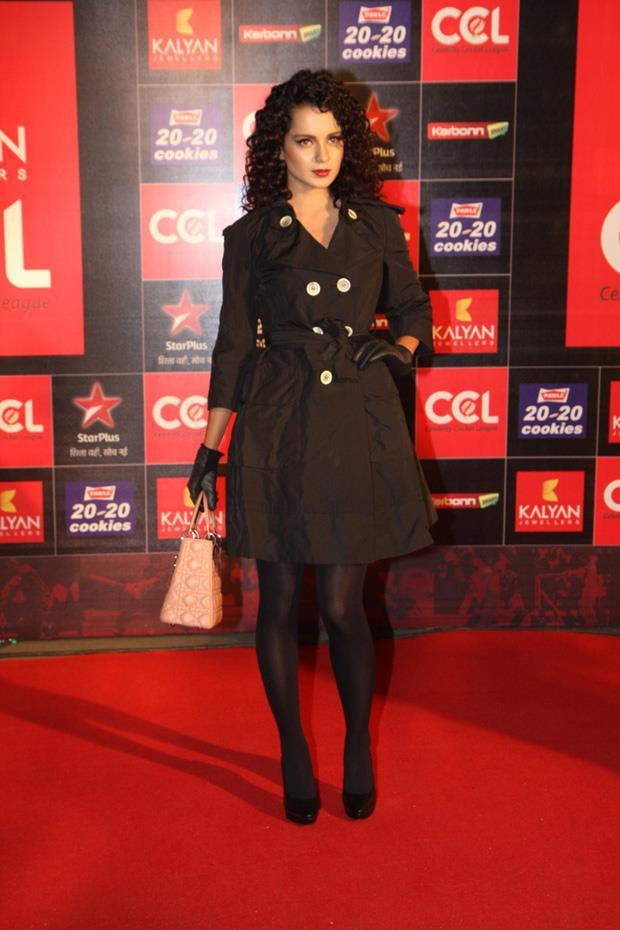 hot actress at ccl 3 curtain raiser photos