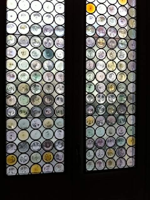 Scienziato preoccupato casa con cappotto finestre solari 2 - Finestre con pannelli solari ...
