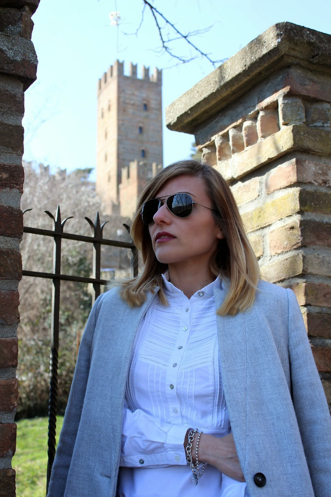 Eniwhere Fashion - Basic outfit- Grey coat - Castell'Arquato