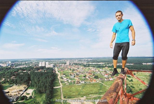 Man skywalking on the steel object