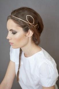 Complemento ideal para las bodas o celebraciones, tocados con rejilla tapando la cara, conseguirás un look elegante y favorecedor. Tendencia total