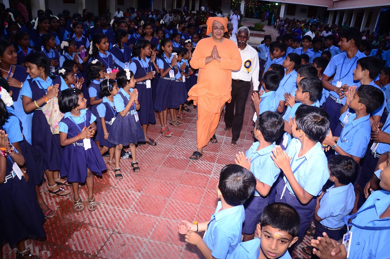 vivekananda kendra vidyalaya kanyakumari universal brotherhood as per that universal brotherhood day was celebrated in our school on 11th 2015 the program started in the evening of 11th