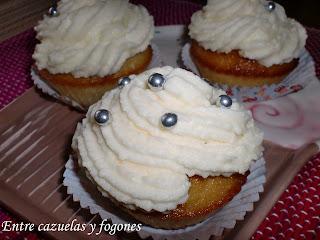 Cupcakes de vainilla rellenos y con frosting de mascarpone