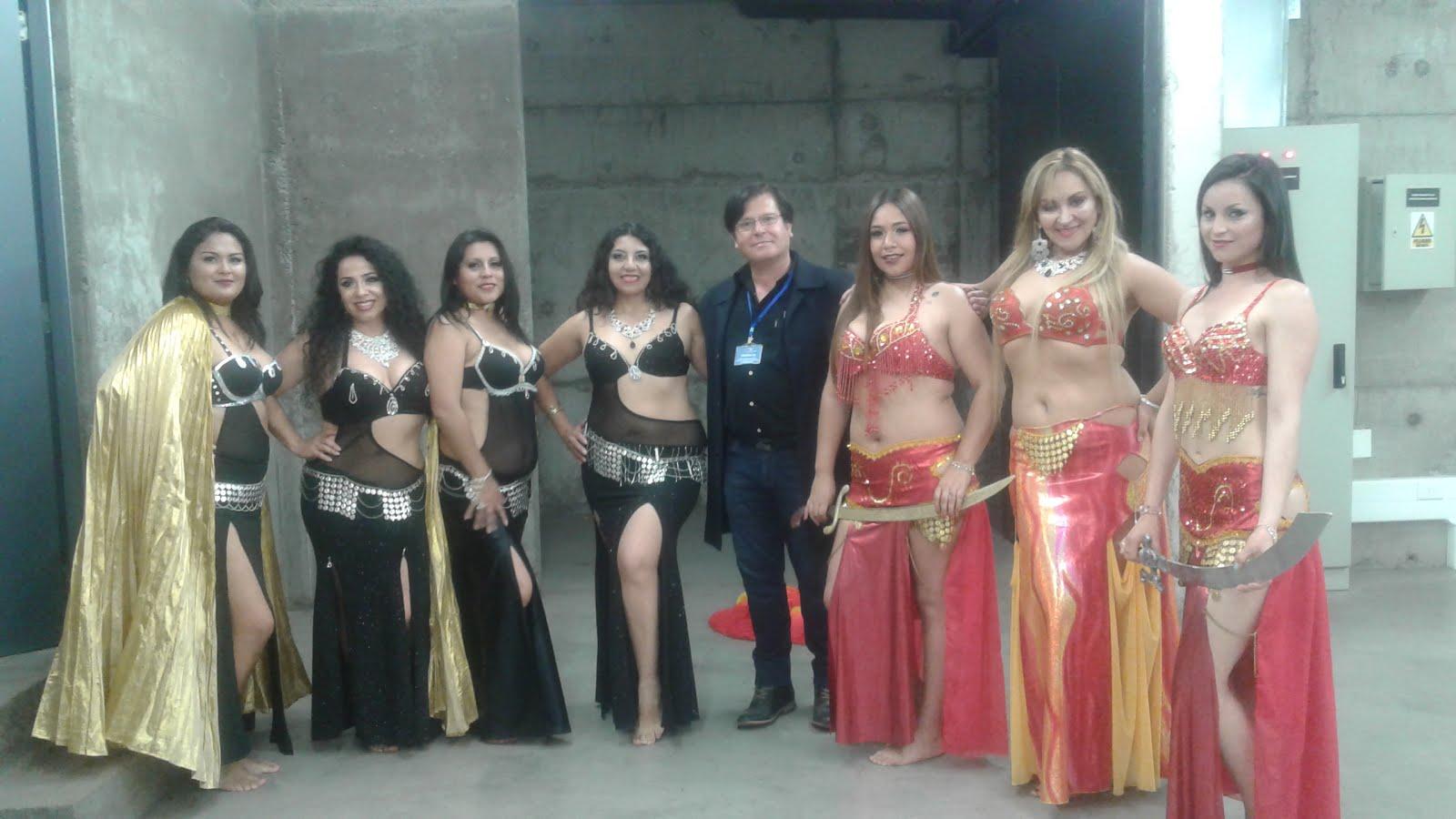 Con el grupo de danza árabe.