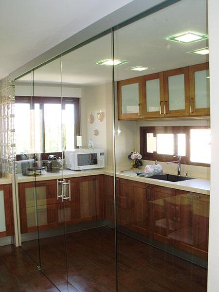 Puertas correderas de cristal cocinas modernass - Cristal para cocina ...